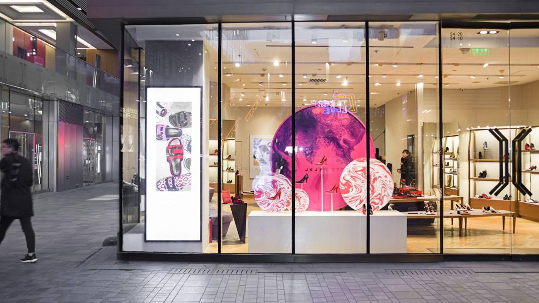 ความต่างที่ลงตัวของโปรดักส์ กับ ศิลปะ บนป้ายโฆษณา LED ขนาดใหญ่